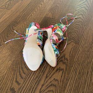 Steve Madden Shoes - NWOT STEVE MADDEN FLORAL HEELS LACE UP